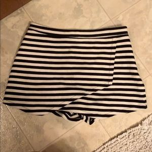 Abercrombie and Fitch Striped skort